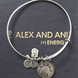 Like New Condition!Alex and Ani paw print bracelet